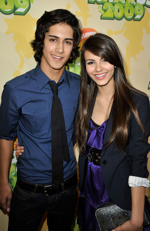 who is jade from victorious dating in real life No, they are not really dating but im not sure because i think its almost impossible for someone to not have feelings for a person if they have to kiss and fall in love with that person but no .